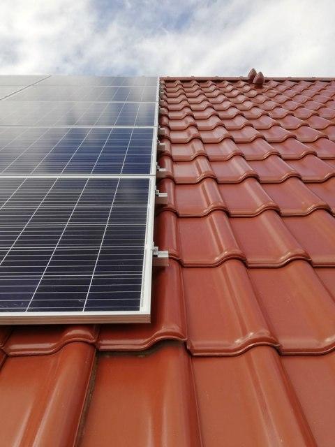 nivo instaluje panele słoneczne