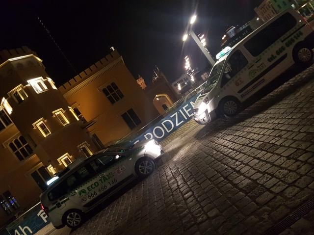 Eco Taxi wiezie 14 osób na kawalerski
